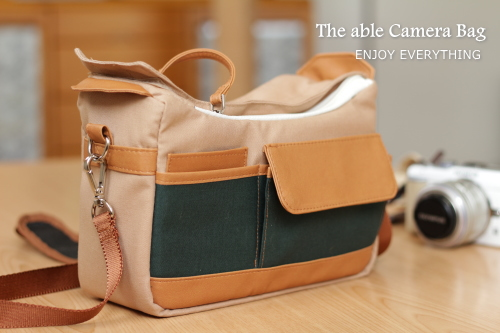取り外し可能なインナークッション付きカメラバッグ The able Camera Bag