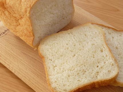 レシピ本「ホームベーカリーでお店の人気パンが焼けた」で作った食パン